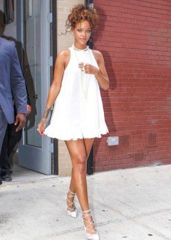 Traje de vestido branco curto Rihanna