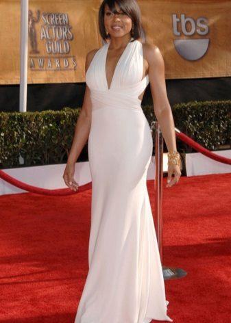 Lang hvit kjole med høy midje