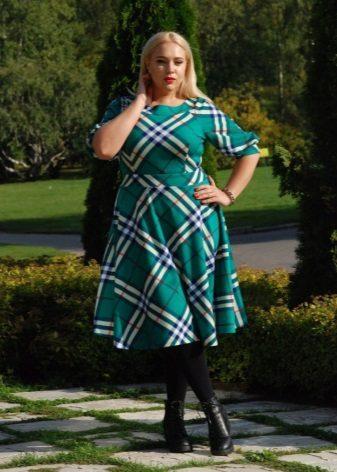 Controleer jurk voor zwaarlijvige vrouwen