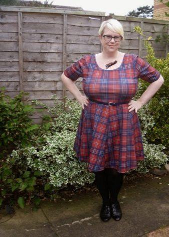 Rood geruite jurk met een hoge taille voor vrouwen met overgewicht