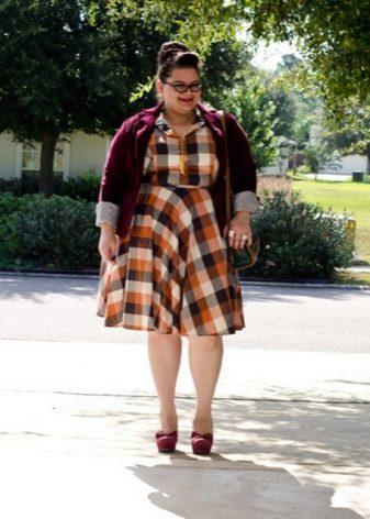Kleed je in een kooi voor zwaarlijvige vrouwen in combinatie met een vest