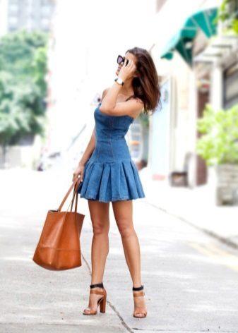 שמלת ג'ינס קצרה עם חצאית קפלים