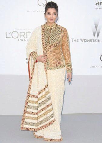 Aishwarya Paradise em um sari 2012