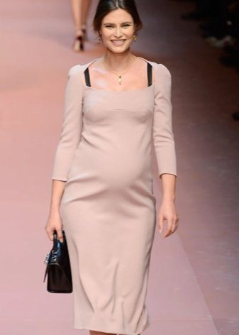 Autumn dress for pregnant women