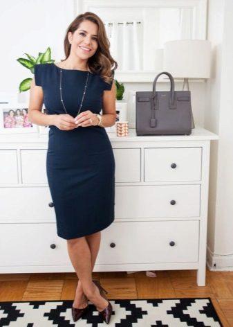 Jóias e acessórios para o vestido para corporativo