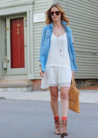 Witte, laaghangende Sack-linie-jurk