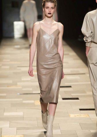 Eco-nahkainen beige-mekko