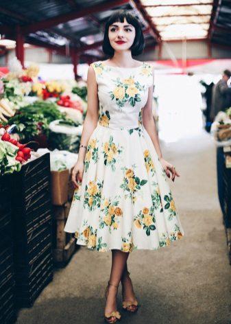 Kukkajulkaisu 60-luvun tyylillä olevalla mekolla, jossa on pehmeä hame