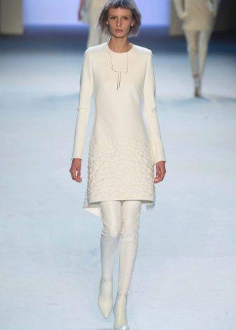 Módní bílé šaty pro podzim / zima 2016