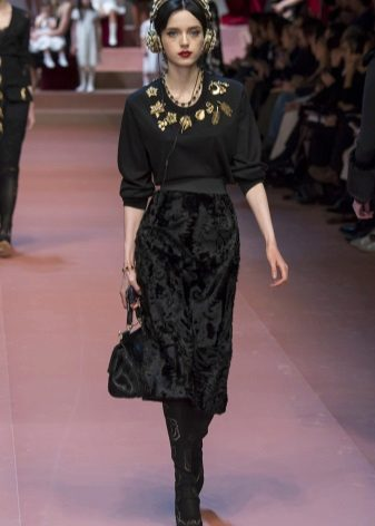Fashionable velvet dress for fall-winter 2016