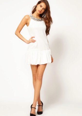 Vestido branco para adolescentes