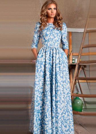 vestido azul em estilo russo