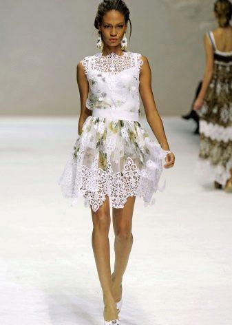 Beyaz dantel elbise küpeleri