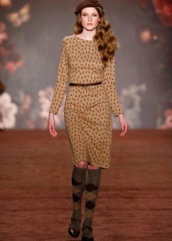 Bej renkli elbise için kahverengi kemer