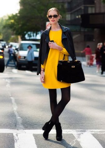 Black tights to a yellow dress