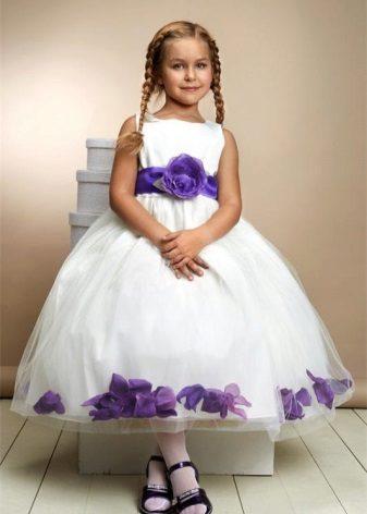 Vestido de formatura no jardim de infância com estampa floral