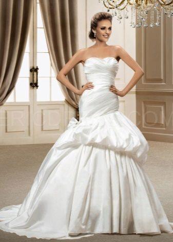Elegante vestido de tafetá