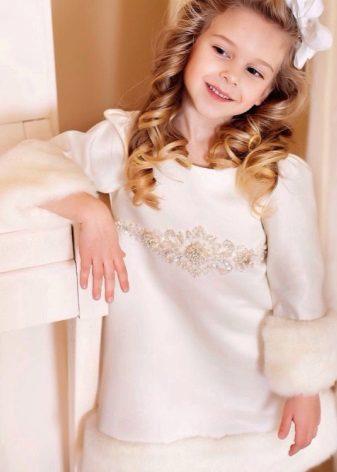 Vestido de inverno com guarnição de peles para meninas