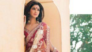 Sari - šaty hinduistických bohyní a jednoduché indické ženy