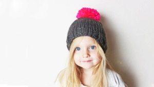 Chapéus infantis com pompons