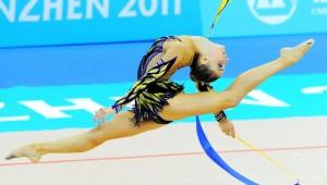 Linii de zbor: costume de baie gimnastică ritmică