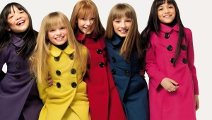 Lietaus paltai mergaitėms mokykloje