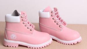 Vaaleanpunaiset kengät