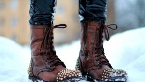 Naisten kengät, joissa on piikkejä
