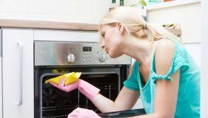 Hoe maak je de oven thuis schoon van vet en roet?