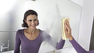 Hoe de spiegel te wassen zonder te kleuren?