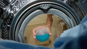 Roupa de membrana de lavagem em uma máquina de lavar roupa
