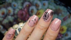 Hoe maak je een eenvoudige en stijlvolle manicure met paardenbloemen op de nagels?