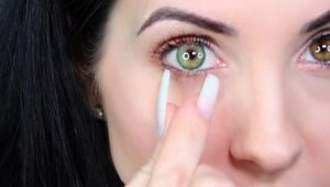 How to remove lenses with long nails?
