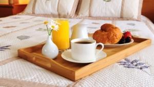 Ontbijtplateau op bed: soorten en keuzes