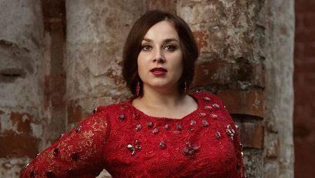 Rode jurk voor vrouwen met overgewicht