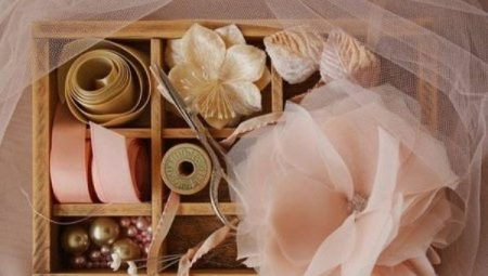 Hogyan készítsünk egy virágot ruhával készült ruhával saját kezedben