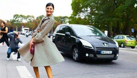 Rochia cu o fusta-soare ar trebui sa fie in garderoba fiecarui fashionista