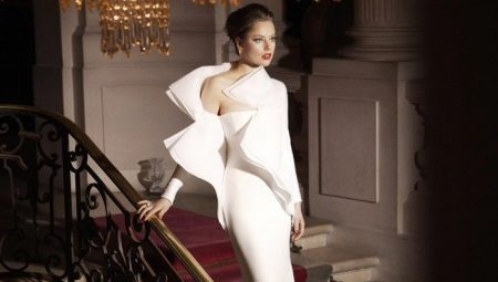 Beyaz bir elbise ile ne giymeli ve hangi aksesuarları seçmeli?