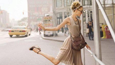 Bej renkli bir elbise ile ne giyebilirim?