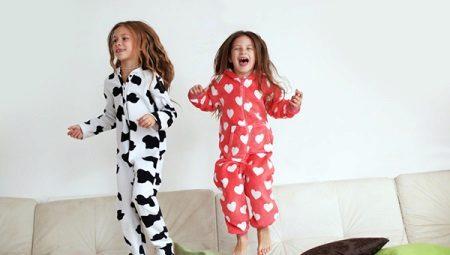 Lämmin lasten pyjamat