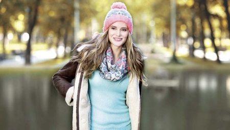 Como amarrar um lenço em roupas com capuz?