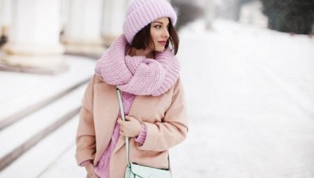 O que vestir um lenço rosa?