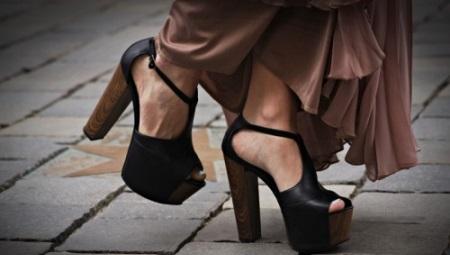 Saltos Chunky e Sapatos de Plataforma
