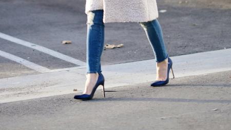 Sapatos pretos azuis