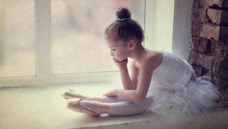 Maiô infantil para dançar com uma saia