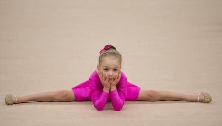 Maiô de ginástica com saia para meninas