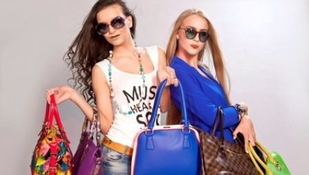 Nuorten naisten laukut