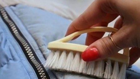 Cum pot elimina pata de vopsea din sacou?
