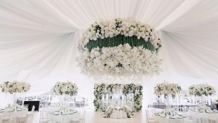 Esküvői terem díszítése: általános szabályok, áttekintés a jelenlegi stílusokról és a tervezési tippekről