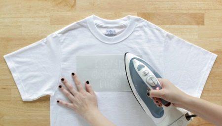 Hoe een T-shirt strijken?